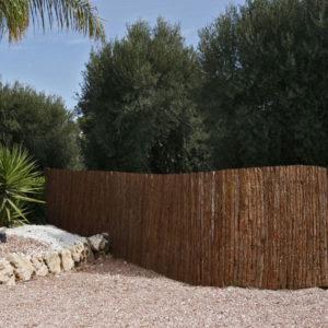 clôture en lame d'écorce de pin